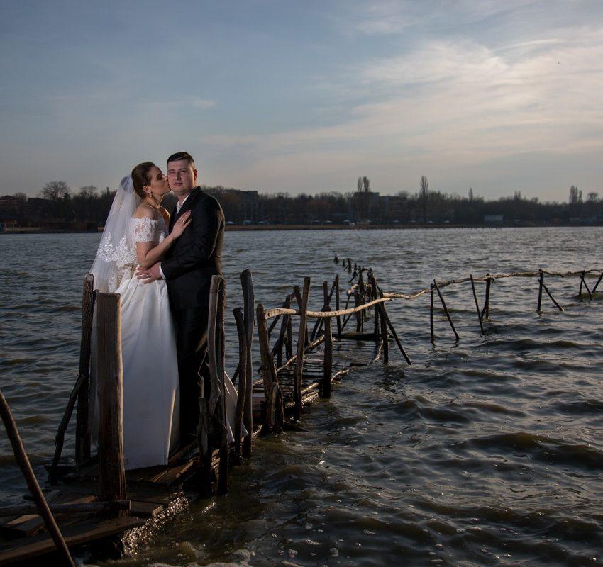Ședință foto după nuntă pe o vreme nefavorabilă